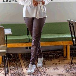 Stof voor broek model D2156 uit Miss Doodle herfst winter 2021 art IMITATIEWILDLEER STOF EFFEN ZWART 16040 bruin 058