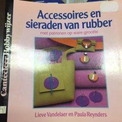 Boekje Accessoires en Sieraden van Rubber